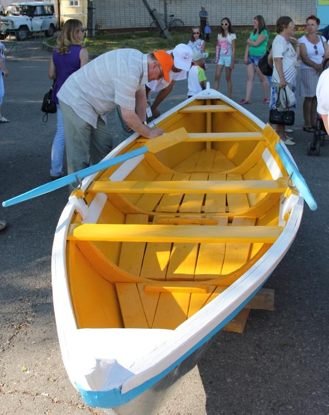 лодка за 2 тысячи