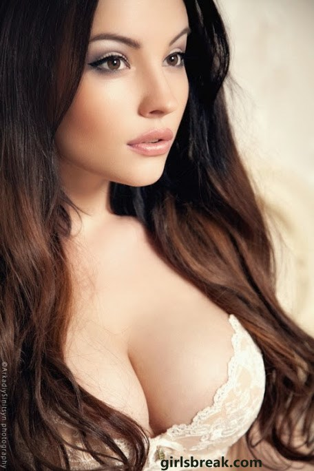 model boobs