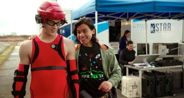 Camisetas Cisco Ramón en The Flash : Space Invaders 2