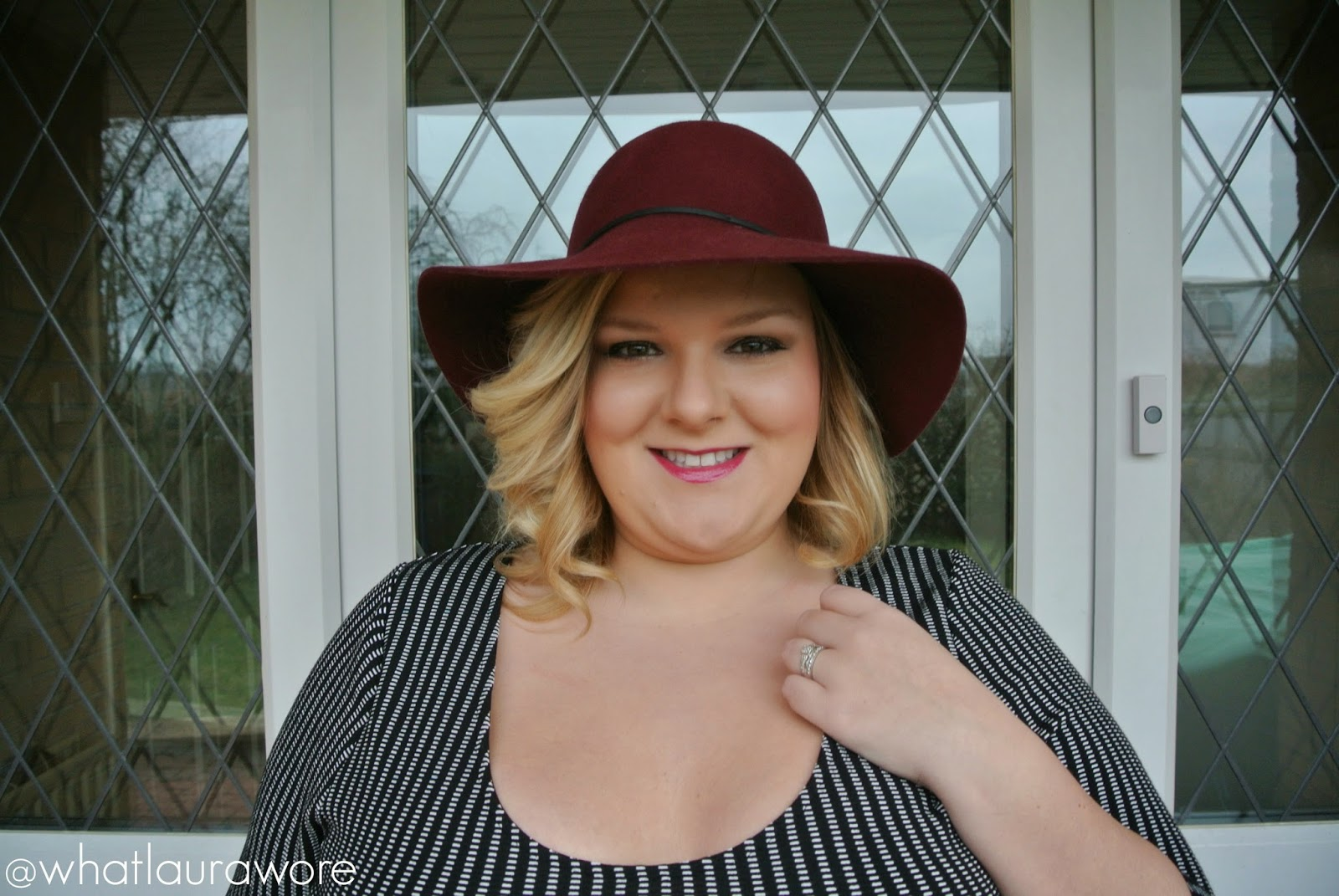 Plus Size Fashion Blogger Missguided Dress Curvissa Clutch ASOS Hat Simply Be Heels