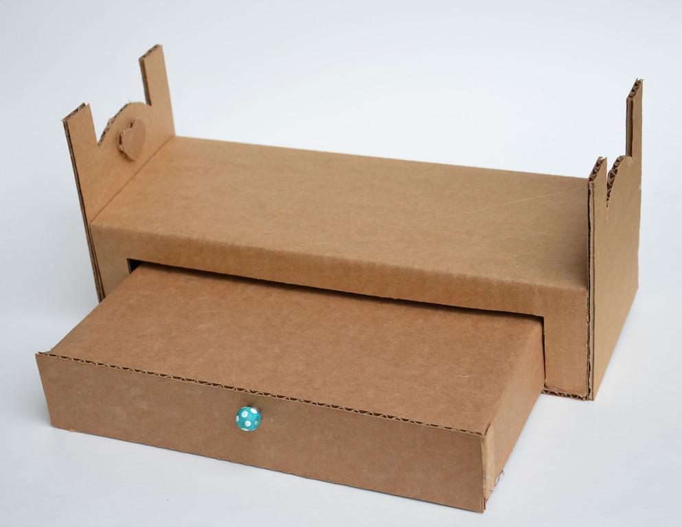 Koradecora camas y casas con carton for Muebles de carton moldes