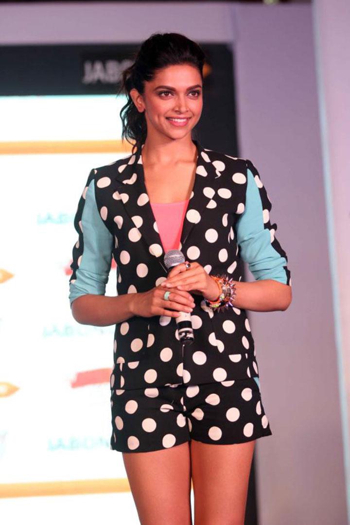 gorgeous hot sexy Deepika padukone in shorts latest hot stills at jabong event