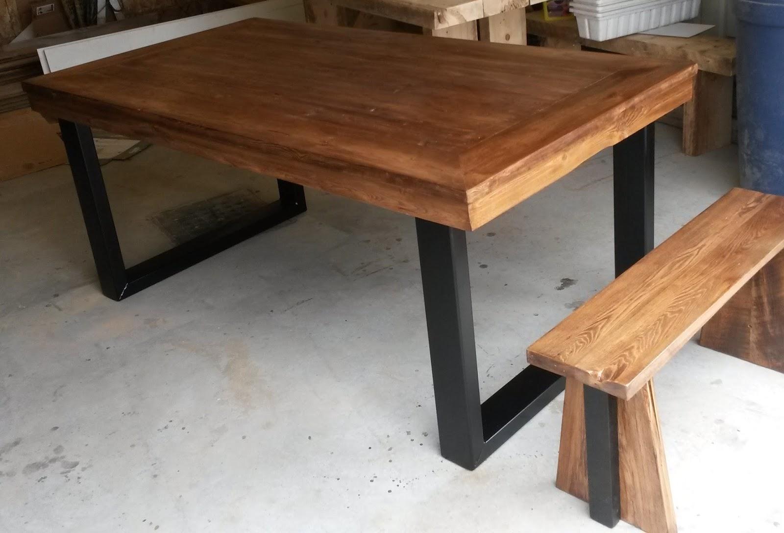 table en bois de grange. Black Bedroom Furniture Sets. Home Design Ideas