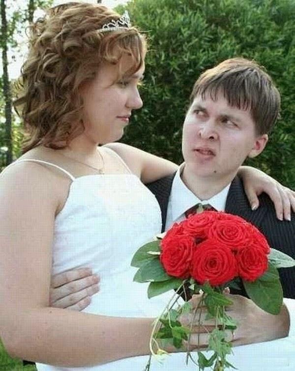 أطرف صور العروسين في حفلات الزفاف  Funny-wedding-photos-12