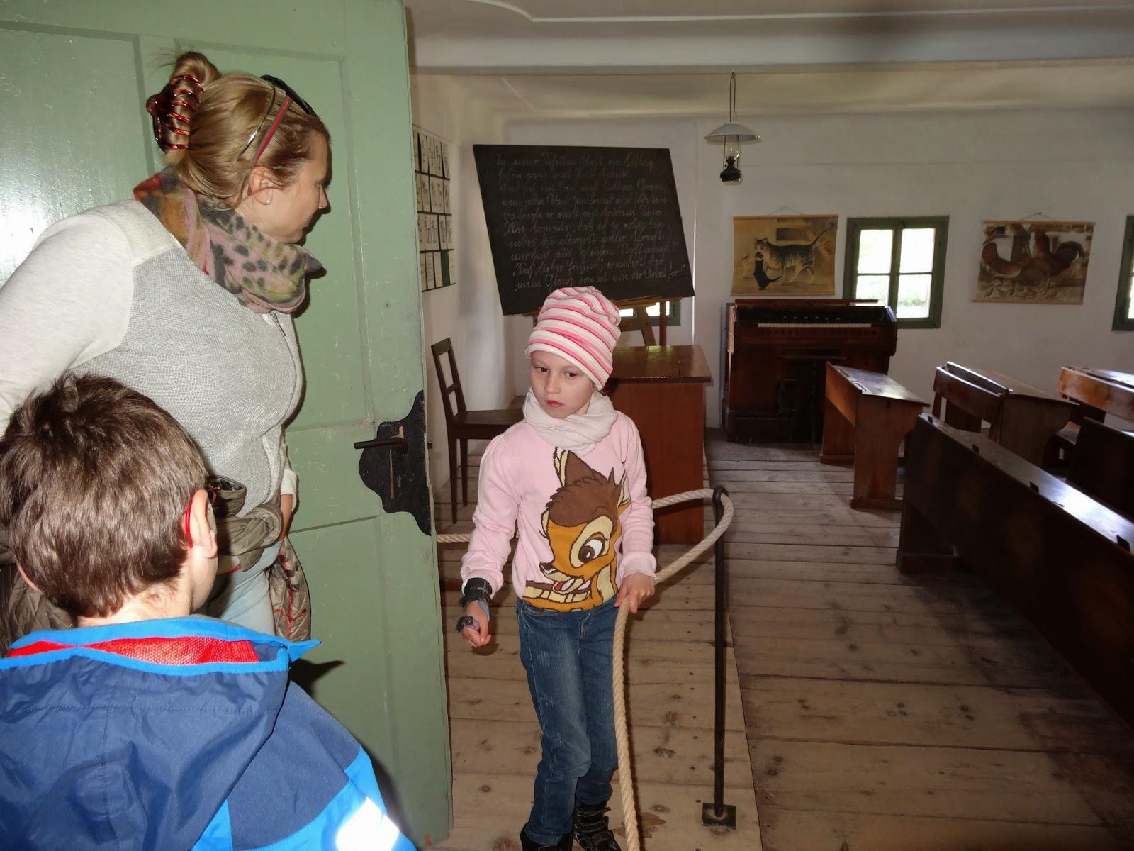 schule f r k rperbehinderte kinder in salzburg 1v 8m ausflug ins freilichtmuseum. Black Bedroom Furniture Sets. Home Design Ideas