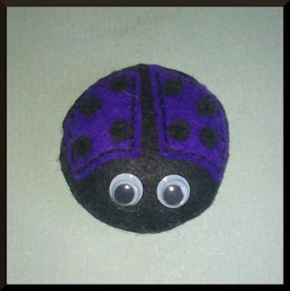 broche mariquita fieltro violeta