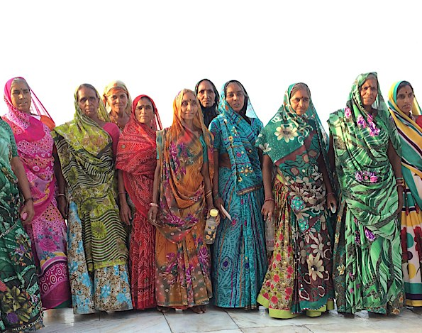 Saris at the Taj Mahal © Connie Gardner Rosenthal