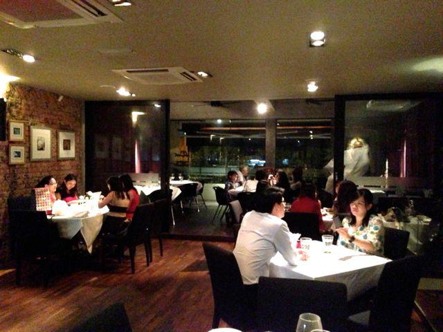 Copykate leonardo 39 s dining room and wine loft jalan bangkung for Leonardo s dining room
