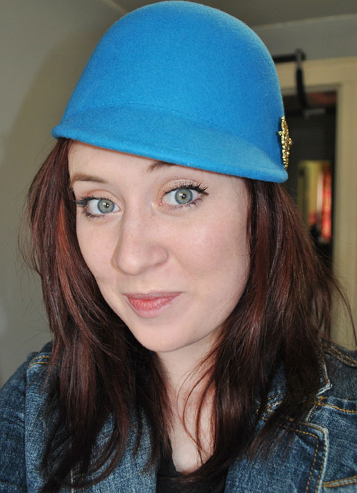 makeup photo a day, daily makeup, H&M blue hat,  gold eyeshadow