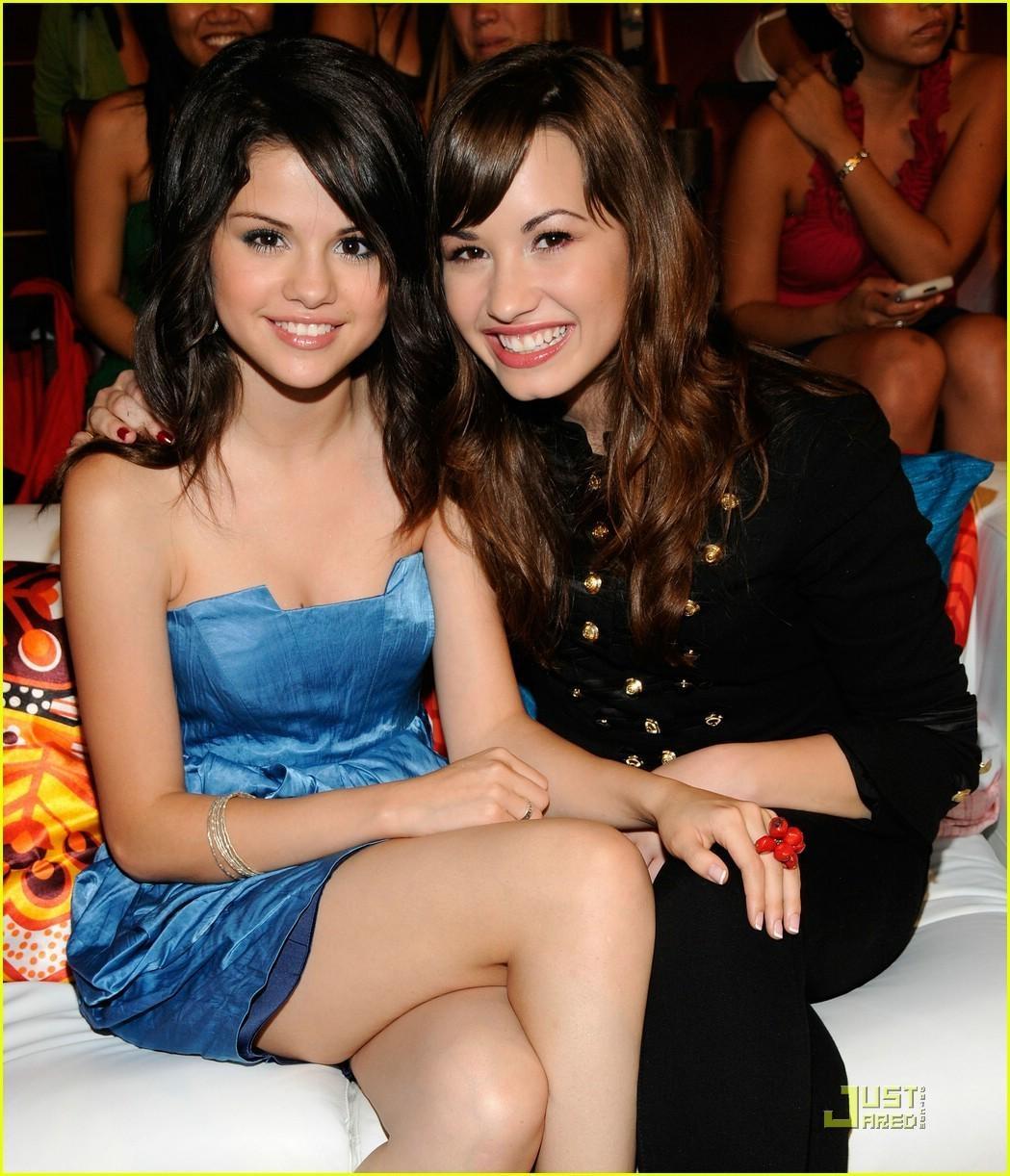 http://3.bp.blogspot.com/-d_pTen4Yoog/T_wyzF0Q19I/AAAAAAAABY0/n_gYvtVzhxE/s1600/Demi+Lovato14.jpg