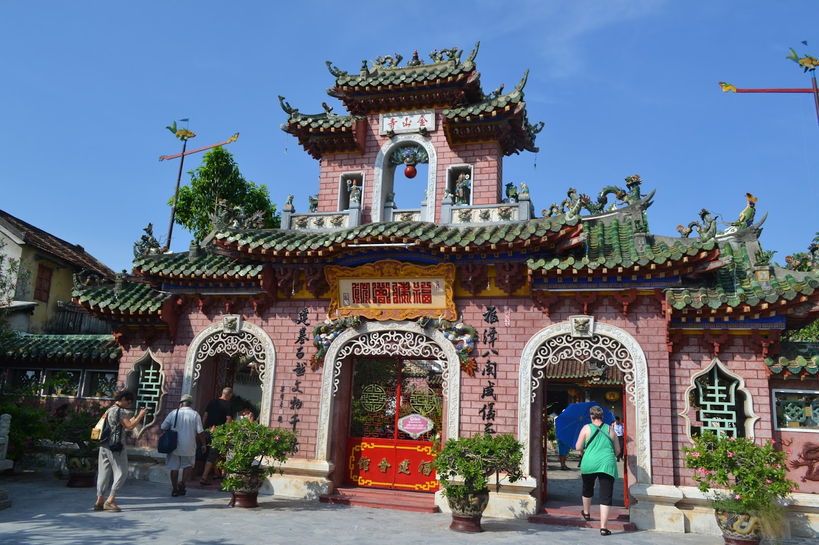 Chinese meeting hall , hoi an