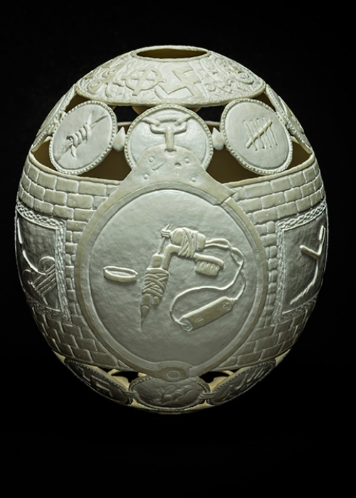 13-Tattoo-Gil-Batle-Hatched-in-Prison-Carvings-on-Ostrich-Eggs-www-designstack-co