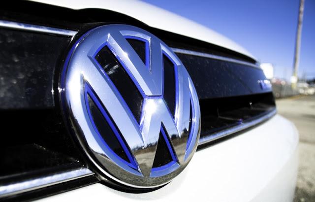 2013 Volkswagen Jetta Turbo Hybrid Blue Logo