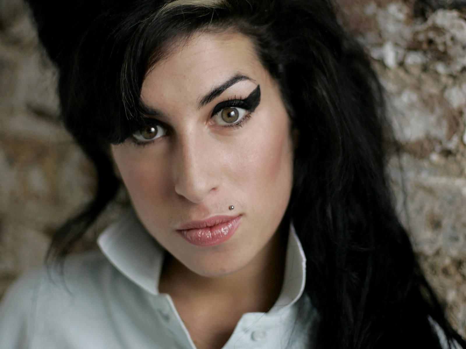 http://3.bp.blogspot.com/-daAi4b6RMjY/TjHJlhagbzI/AAAAAAAAB3s/5SrV1n2q1c4/s1600/Amy+Winehouse.jpg