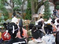 式典は使い古した、折れた櫛を奉納する