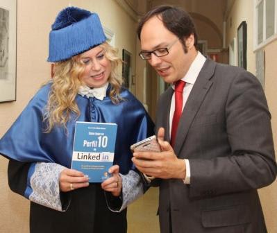 Esmeralda diaz-Aroca con Mario Mateos, director de la Fundación Antonio de Nebrija