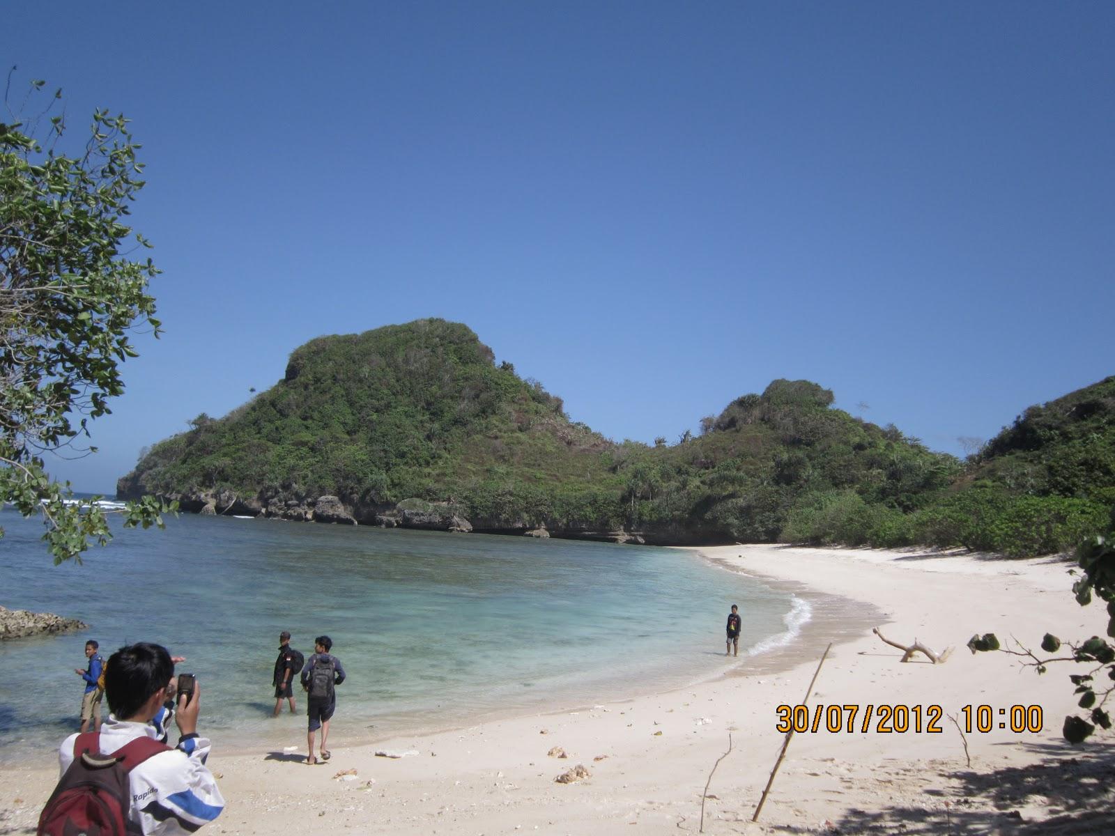 Pantai Clungup, Surga Tersembunyi di Lingkar Selatan ~ TRAVEL first ...