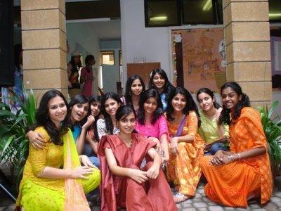 http://3.bp.blogspot.com/-daXtVvVv30c/TWeczv2hTJI/AAAAAAAAAEo/4qy9iSOQavI/s400/desi-indian-girls.jpg