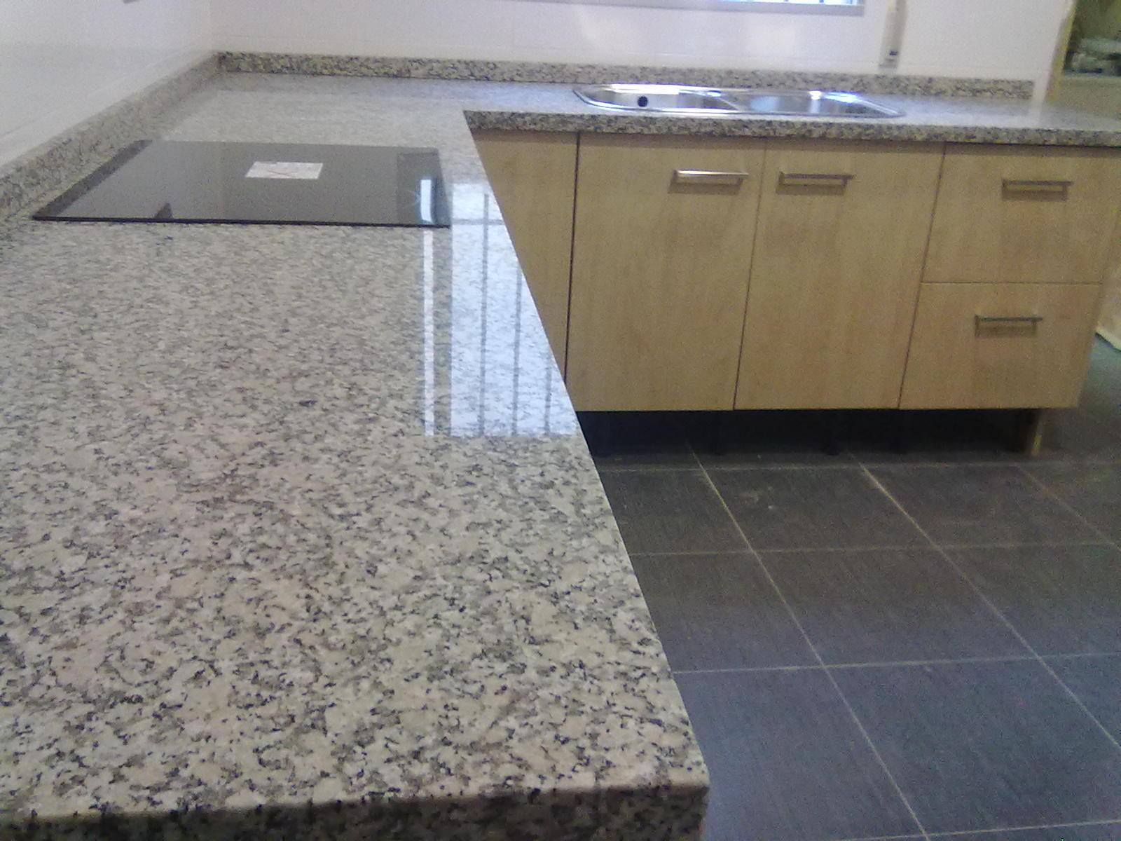 Marmoles vedat s l u encimera granito nacional mondariz for Colores de encimeras de granito para cocinas