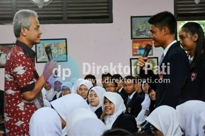 Ganjar Pranowo Jadi Guru di SMAN 1 Pati