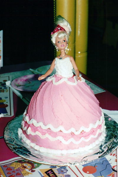 Cake Decorating Ideas Barbie : Simple Cake Decorating - An Artful Mom