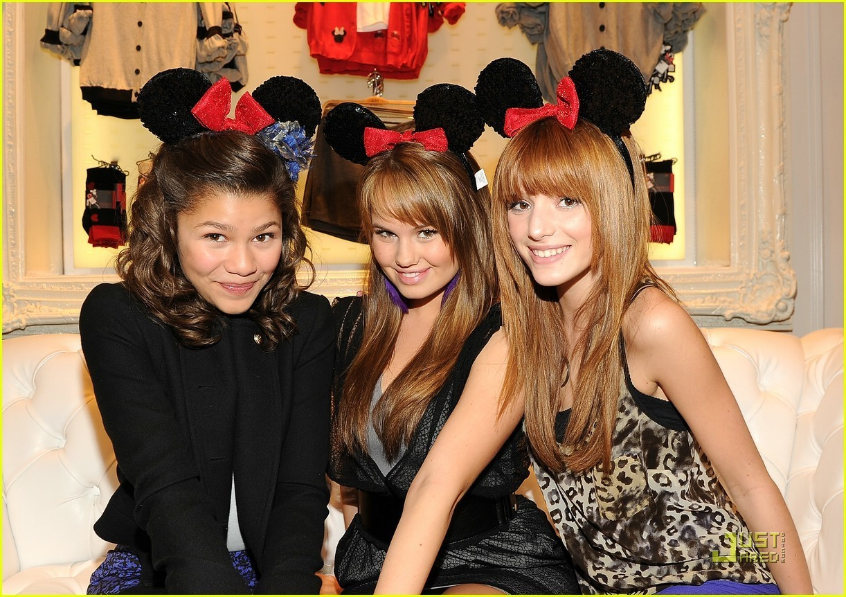 - Bella-Thorne-Zendaya-Coleman-And-Debby-Ryan-At-The-Minnie-Mouse-Muse-Collection-Launch-At-Forever-21-bella-avery-thorne-17067997-1222-862