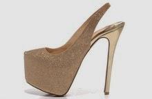 Zapatos Dorados, Elegancia al Caminar