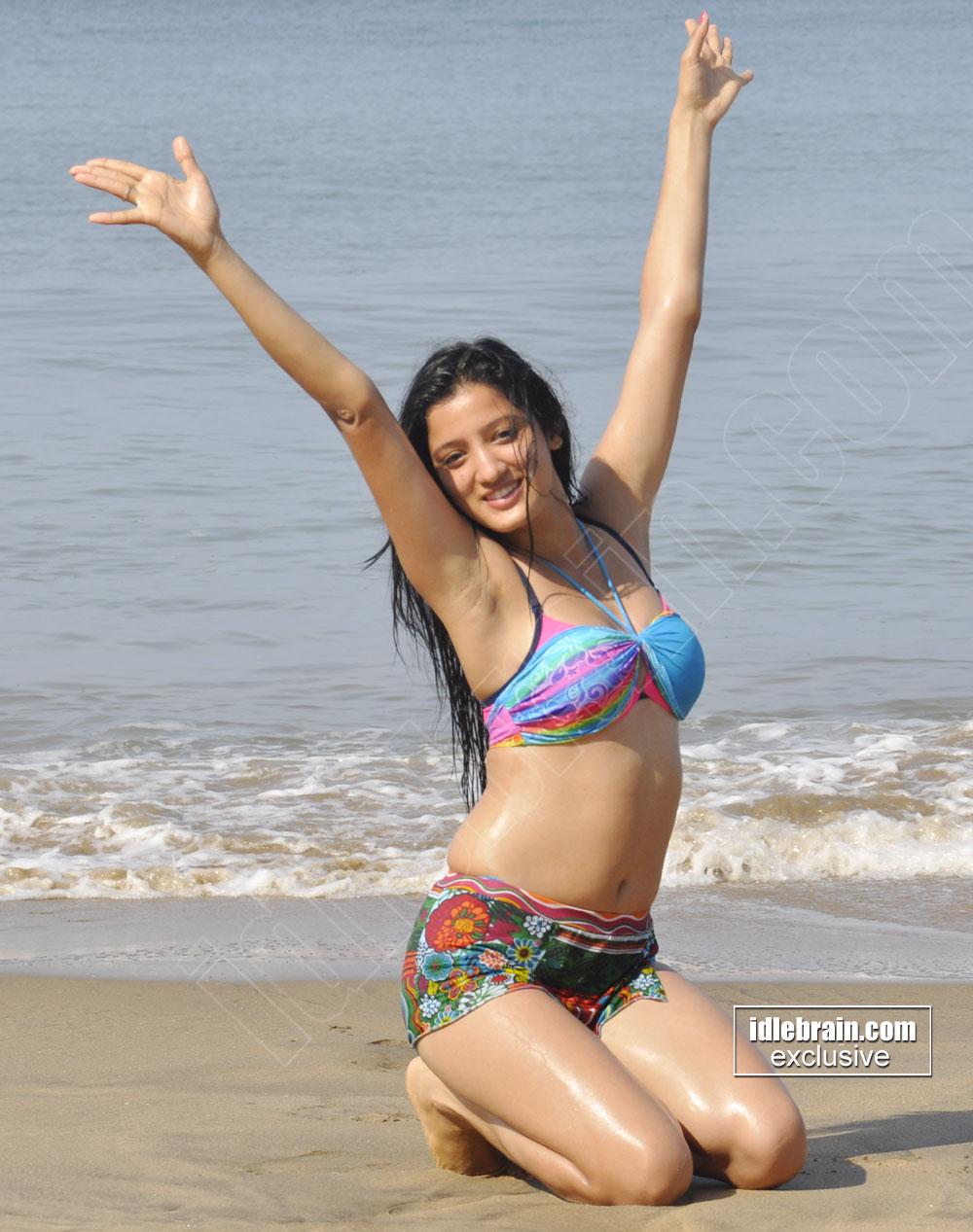 Babe bikini groupsmsn site
