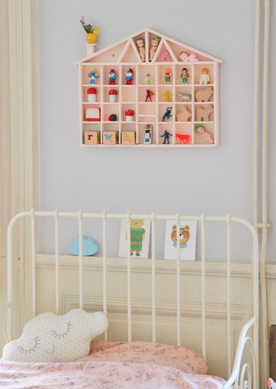 z dans la chambre de jos phine il y a. Black Bedroom Furniture Sets. Home Design Ideas