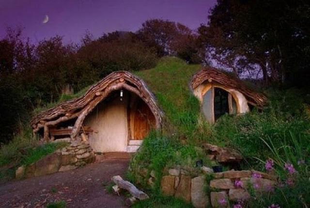 To σπίτι των χόμπιτ..το έχτισε με 3,480 ευρώ!