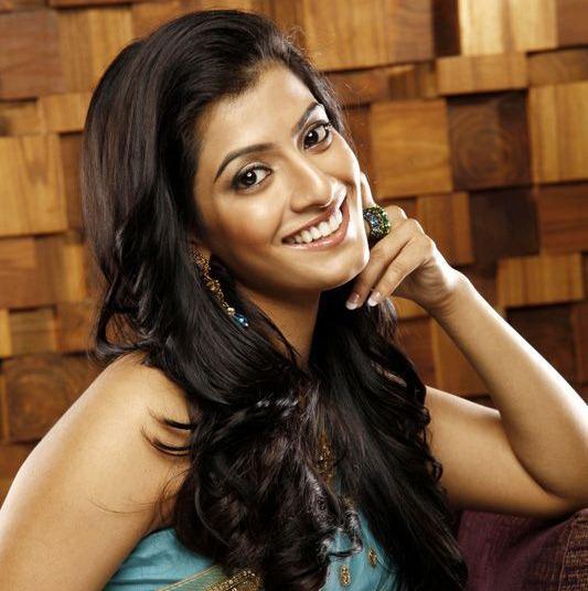 Varalaxmi Sarathkumar Actress Hot. Sexy, Cute. Spicy, Unseen, Saree, Navel and HD Photos and Pictures