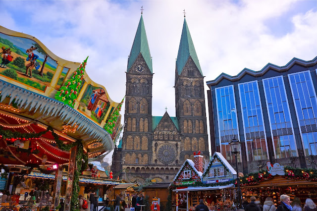 View of St. Petri Dom and Haus der Bürgerschaft in Bremen, Germany.