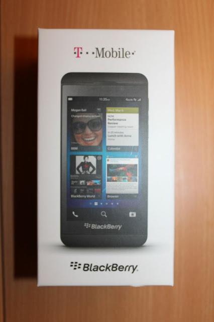 La espera ha terminado, El BlackBerry Z10 por fin está disponible en T-Mobile de los EE.UU. Ya puedes dirigirte a tu tienda más cercana para adquirir tu dispositivo BlackBerry Z10 o también puedes realizar una orden en línea. Junto con un plan simple elección, el Z10 te costará $99 y $18 por un contrato de 24 meses, o $531,99 por precio completo. El precio es más o menos a la par con otras compañías en todos los ámbitos hasta ahora. La unica operadora que falta hasta ahora es Verizon el cual se tiene previsto que llegue el 28 de Marzo