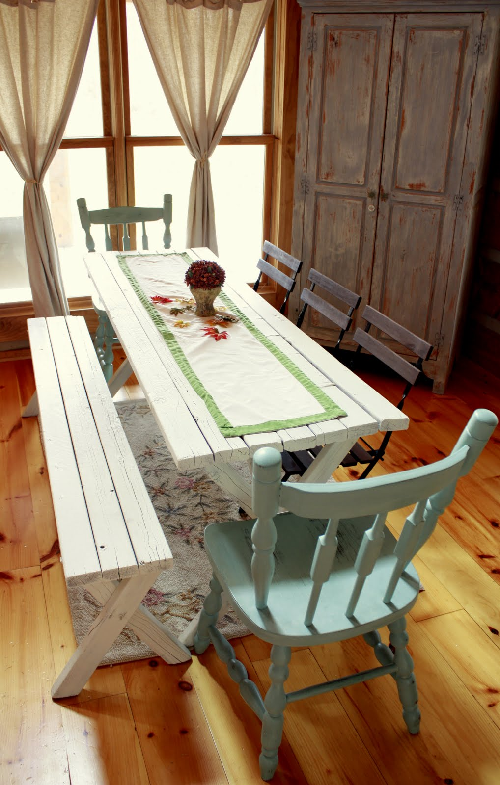 The Tabletop Decorations Were Kept Ultra Simple With A Linen Table