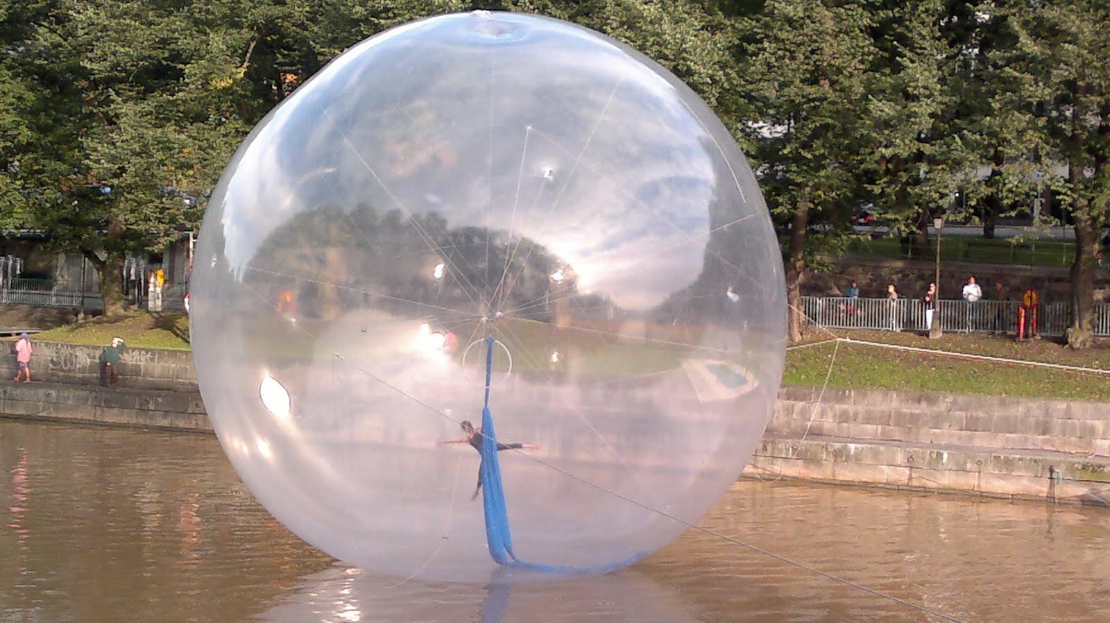 paikallinen nainen pallo imee