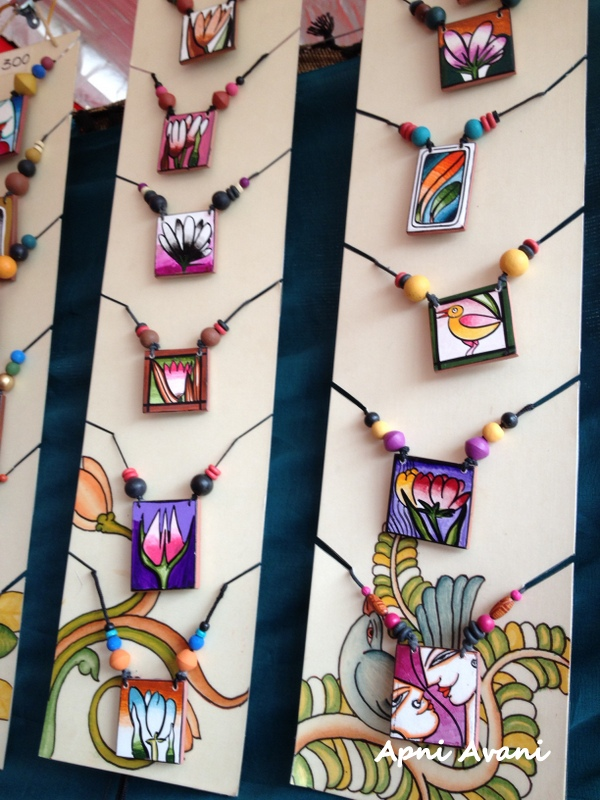 Apni avani november 2012 for Mural jewellery