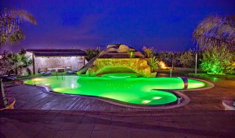 Focos led para piscinas jardines y terrazas - Fotos de piscinas y jardines ...