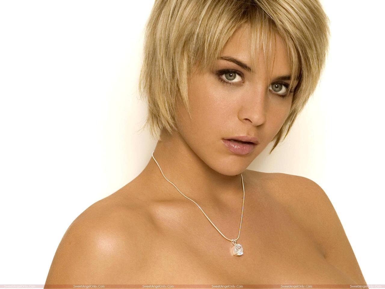 http://3.bp.blogspot.com/-dcVe9V615xs/TVujcIPRWvI/AAAAAAAAESI/dyts-o-YFXM/s1600/Gemma_Atkinson_Hot_Wallpapers_SweetAngelOnly_18.jpg