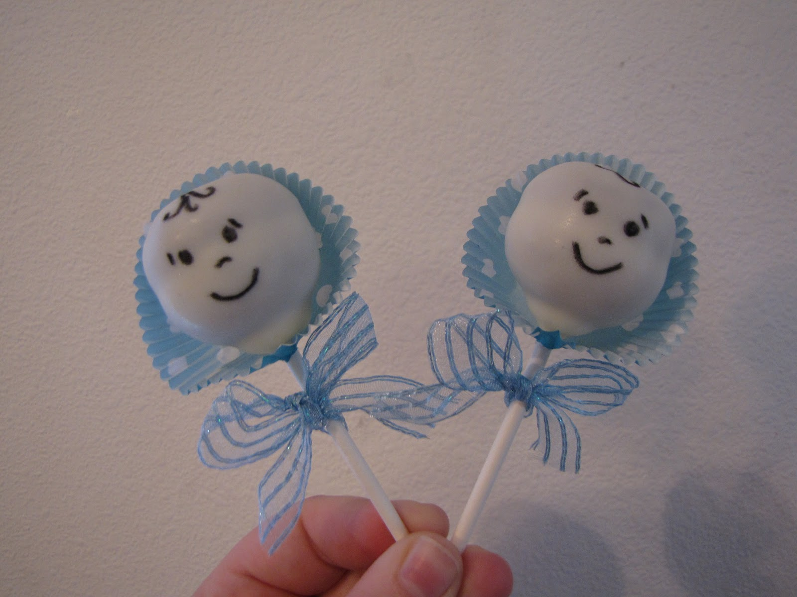 hannah 39 s cake pop shop baby shower cake pops