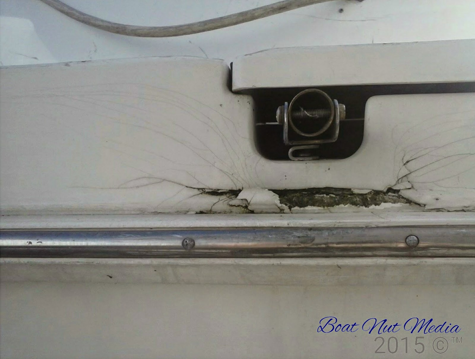 Kayak gelcoat cracks on boats