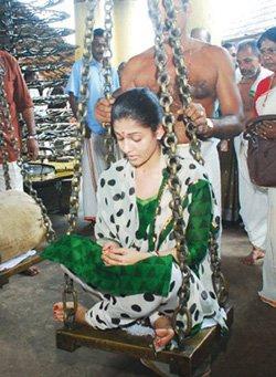 Nayantara - Nayantara converted to Hindu At Chettikulangara Temple