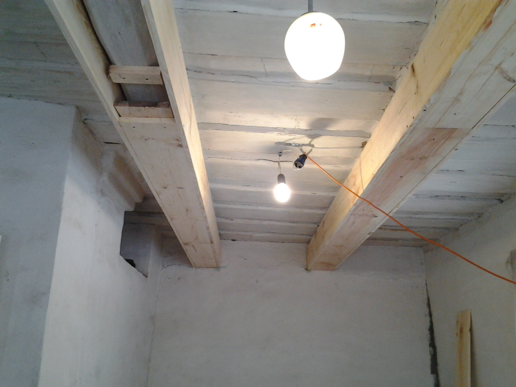 Балка на потолке своими руками 53