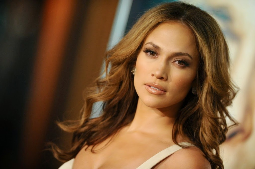 "Ouça ""First Love"", novo single de Jennifer Lopez"