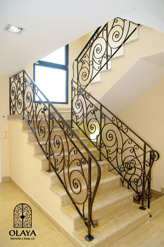 Forja art stica y acero corten madrid olaya herrer a y - Escaleras de forja interiores ...