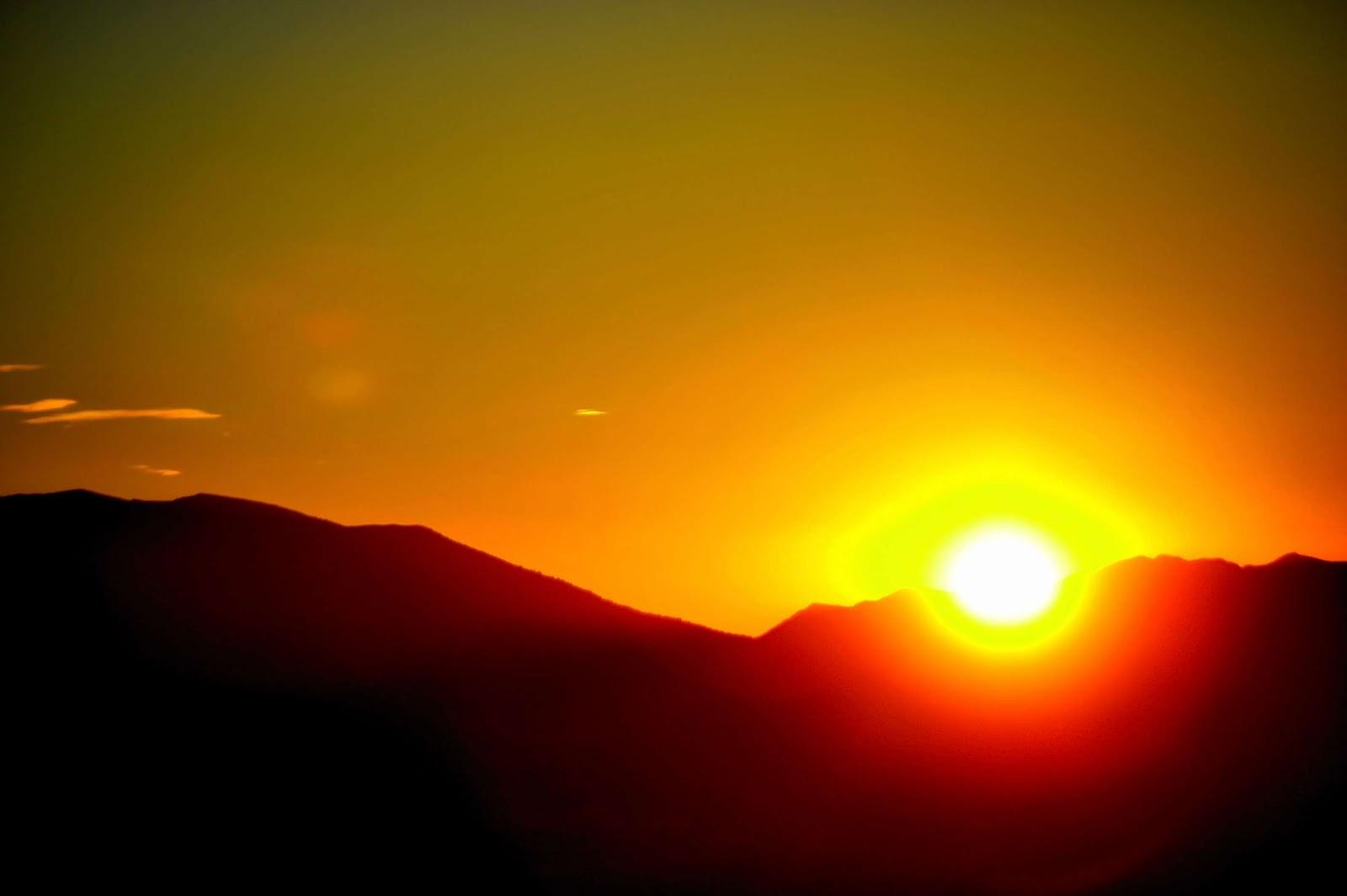Se va escondiendo el sol Bello+atardecer+entre+las+inmensas+rocas