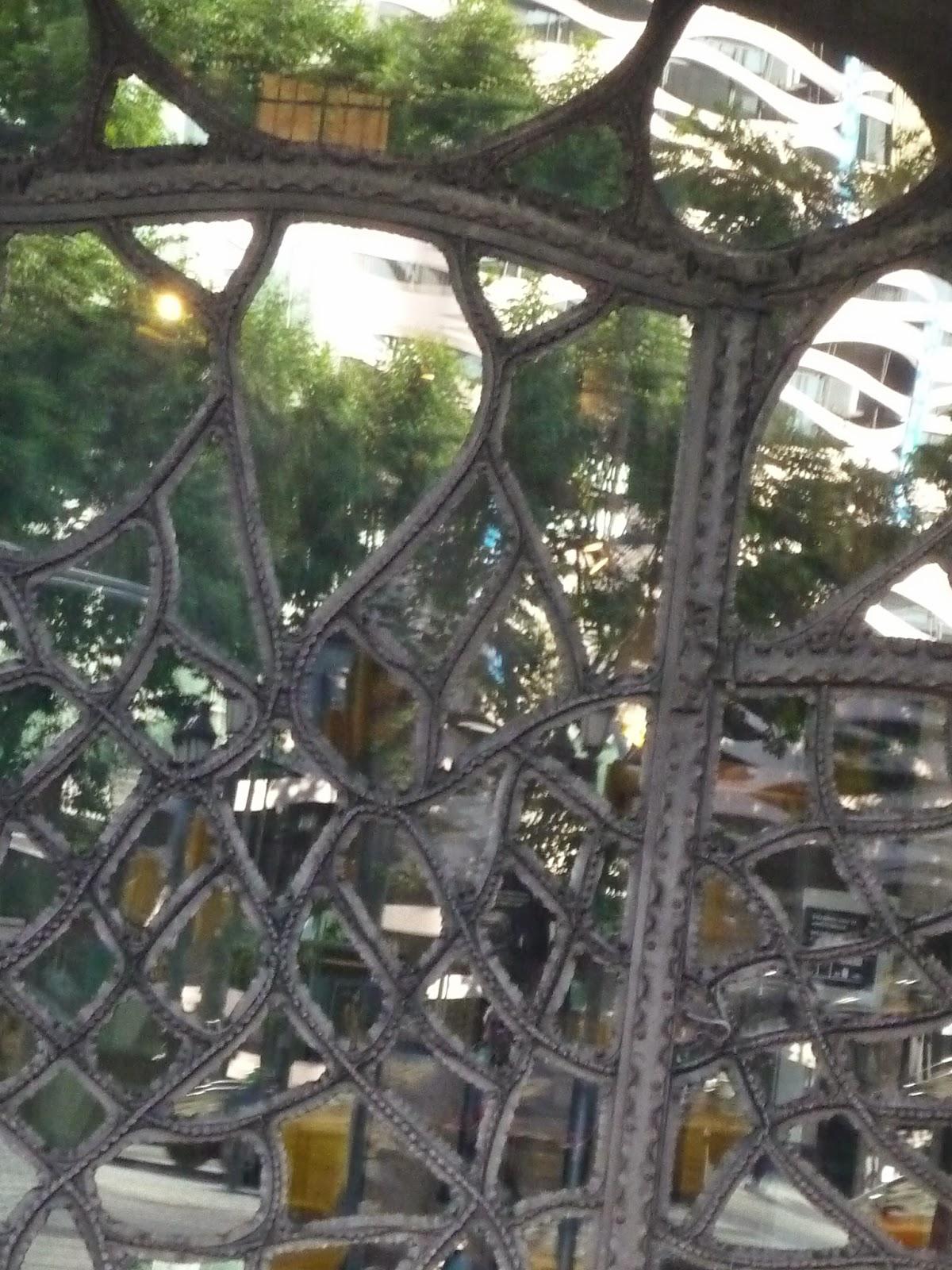 Unión de espejos  (La Pedrera) Beatriz 2010