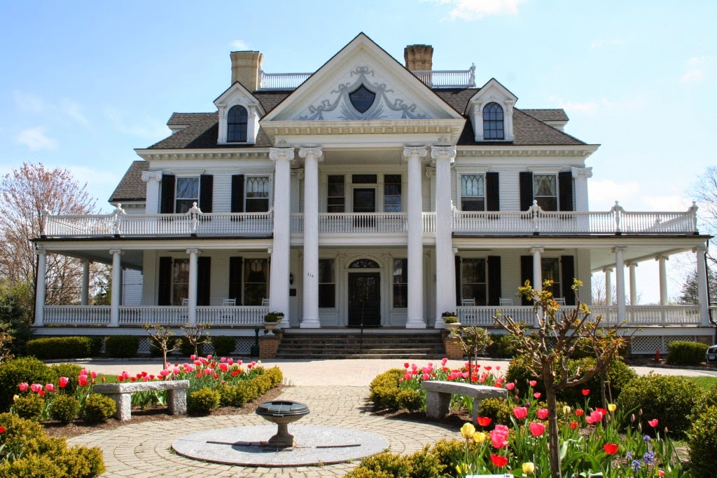 Historic Lounsbury House New Location for American Craftsmen Show