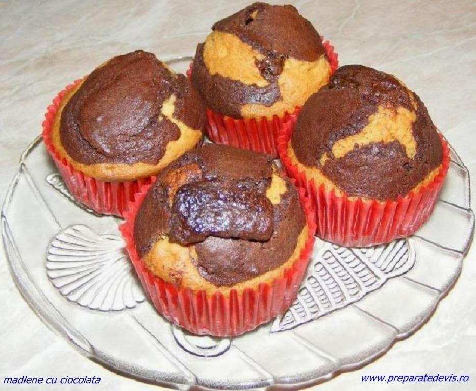 retete si preparate culinare dulciuri prajituri deserturi de casa madlene pufoase de ciocolata