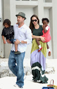 Brad Pitt With Kid.Brad Pitt and Angelina Jolie, Brad Pitt and Angelina .