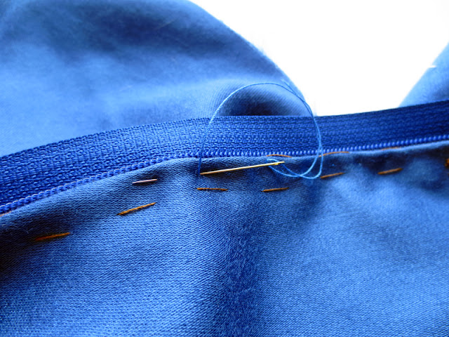 Inserting zipper by hand | www.stinap.com
